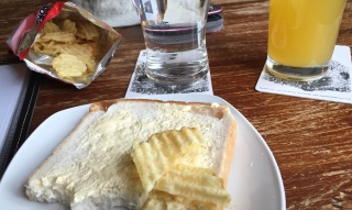 Welcome crisp butty at the Wingfield Arms, Montford Bridge